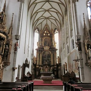 教会内部の主祭壇