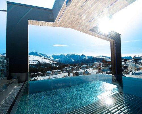 Glas INFINITY SKY Pool mit atemberaubenden Blick auf die Alpen