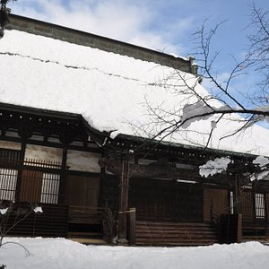 専祢寺/雪国のお寺さんという感じです