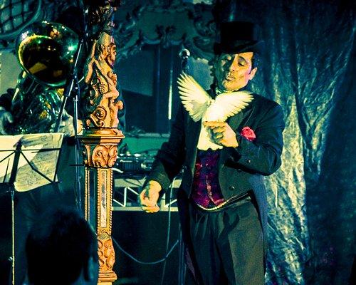 Award Winning Magician Sam Angelico
