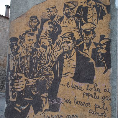 i murales di Orgosolo raccontano (spesso in lingua sarda) le lotte e le speranze di un intero po