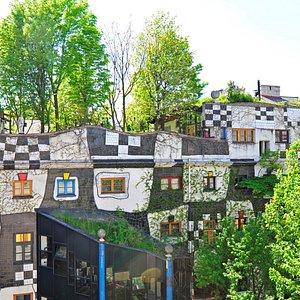 Artistic facade and rooftop garden (c) W. Simlinger