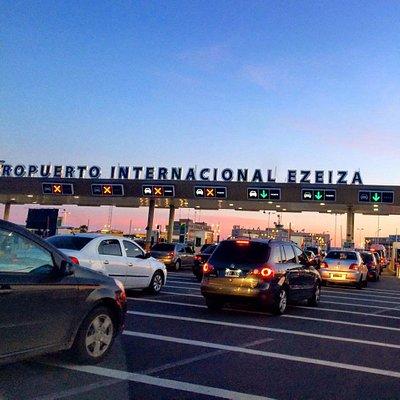 Ingresando al Aeropuerto de Ezeiza, día de mucha congestión vehicular. #yoviajoconarriboss