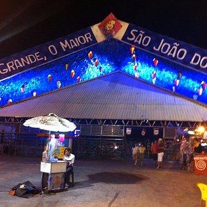 Foto do palco principal de festas de São João.