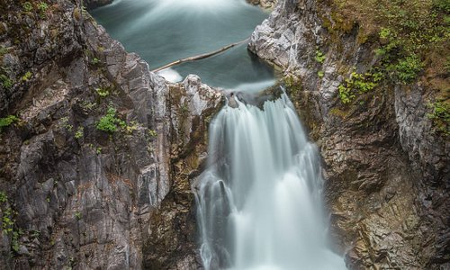 the nearby Little Qualicum falls