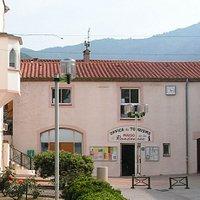 Le bâtiment de l'Office de Tourisme, Maison de la Randonnée de Laroque des Albères