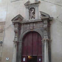 La facciata -Chiesa di Badia Nuova