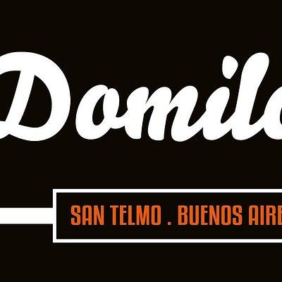 La Domilonga Tango Club: Música en vivo y exhibiciones de baile cada domingo.
