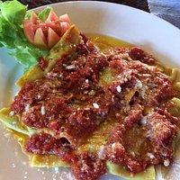 Geweldige met spinazie gevulde ravioli