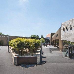 Das Luxus-Areal mit Gucci, Burberry und Armani erfüllt alle Herzenswünsche