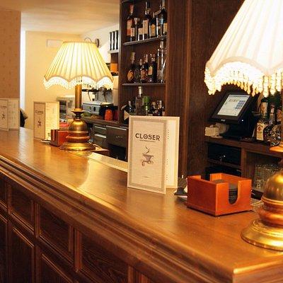 Sobre este tapete de madera, nuestros baristas y bartenders despliegan su magia.