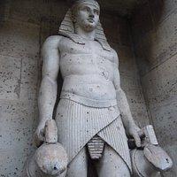La statue de la fontaine