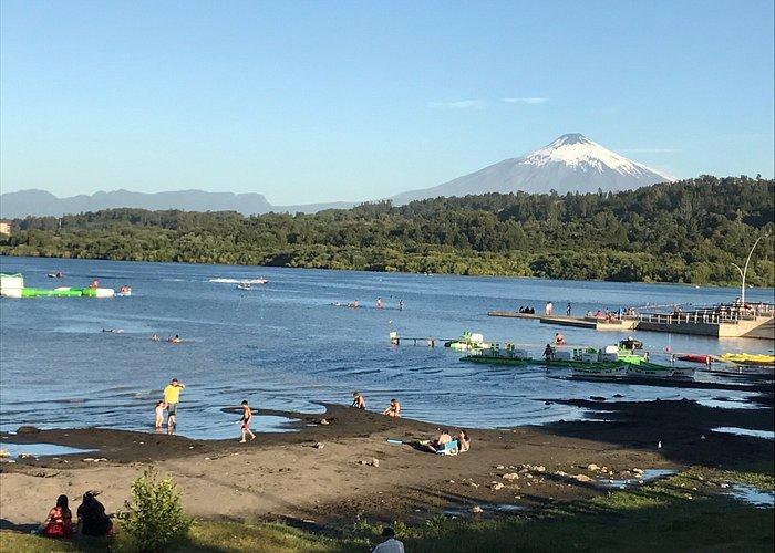 Atardecer en la Costanera de Villarrica.  Precioso lugar para bañarse, hacer deportes acuáticos