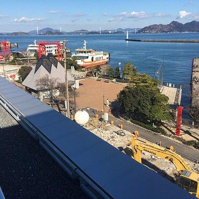 屋上からの眺め(来島海峡大橋も見えます)