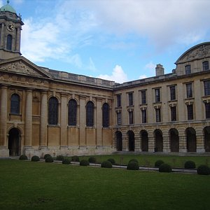 The Queen's College Oxford, located on the High Street, boasts stunning Neoclassical architectur