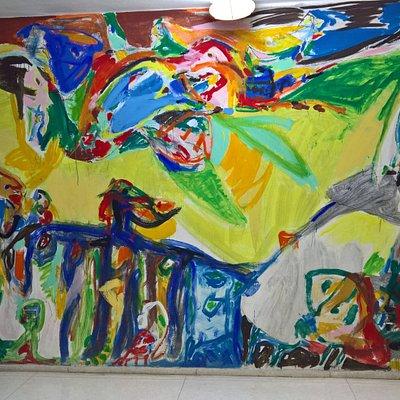 Et af Asger Jorn vægmalerierne i arkivet