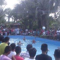 Buen evento de voley en la piscina