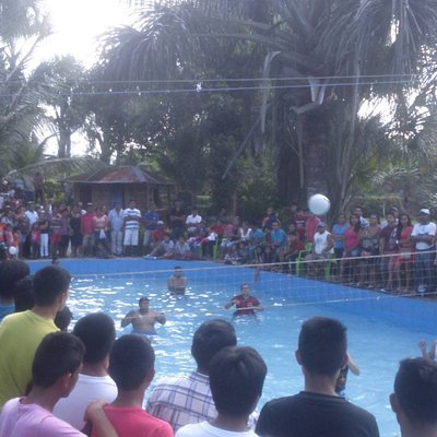 Buen evento de voley en la piscina