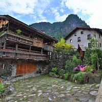 Tipica architettura delle Dolomiti: Un caratteristico Tabiè a Sottoguda