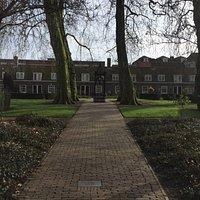 Arend Maartenshof: 38 kleine huisjes in een hof, middenin Dordrecht.