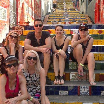 Escadaria Selaron! Grupo da Austrália visitando um dos pontos mais queridos do Rio. Vem com a Ki