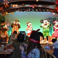 迪士尼明星們表演, 也會下來逐桌拍照
