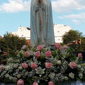 La imagen de nuestra señora es como ver la dulzura y el amor de nuestra amada Madre del cielo,no