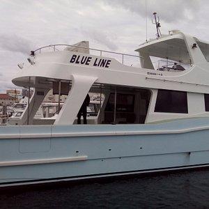 店の持っているブルーライン号。大きな船。