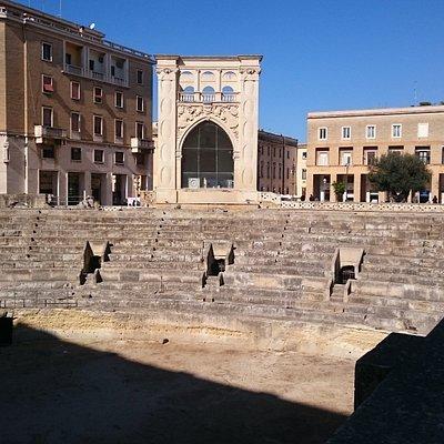Vistas del Teatro Romano de Lecce