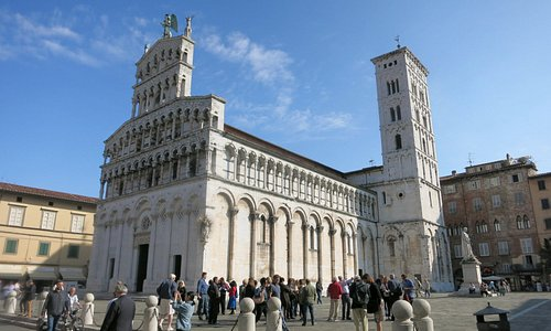 San Michele in Foro church: The alley to Puccini Museum is across the street from its main entra