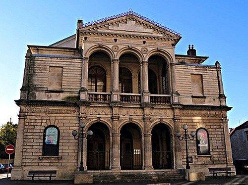 Facade principale du théâtre de Dole