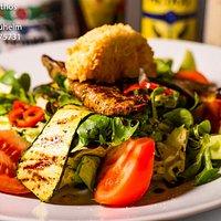 Salat mit Lammfilet und Ziegenkäse