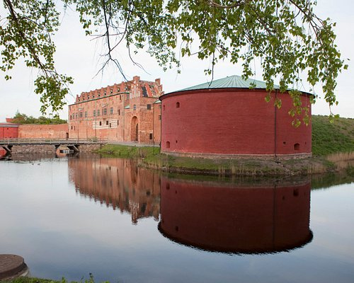 Malmöhus slott är Nordens äldsta bevarade renässansslott. Slottet är numera en del av Malmö Muse