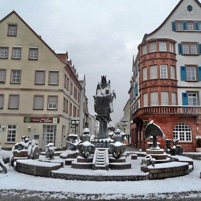 Kaiserbrunnen, Blick nach Westen, Beginn der Altstadt