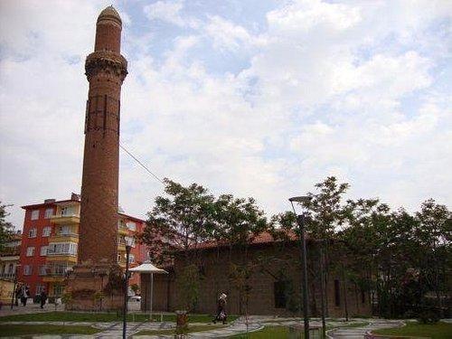 Eğri (Kızıl) Minare