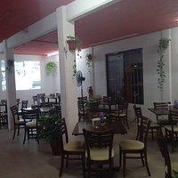 salon para 80 personas y terraza para 25 aire acondicionado, pantallas, audio digital