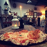 WOOD FIRED SOURDOUGH MARGHERITA PIZZA IN AN OLD COW SHED
