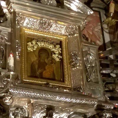 L'icona della Madonna incastonata in una supporto di argento