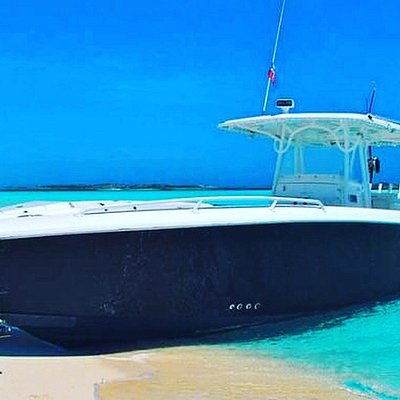 Take a ride on our 39ft Midnight Express Powerboat