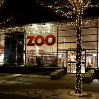 Zoo gift shop & exit (entrance to the right)