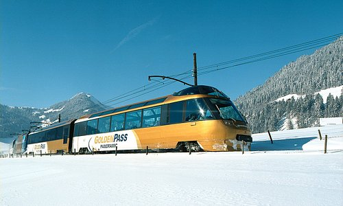Train GoldenPass Panoramic en hiver