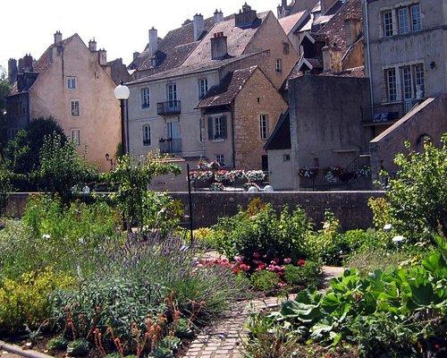 Le jardin des Chevannes, au bord du canal des Tanneurs
