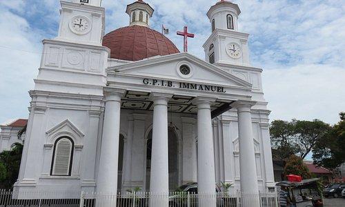 Fasad depan gereja Blenduk