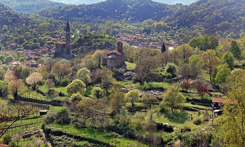 Il campanile di Chiaverano e la chiesetta di Santo Stefano