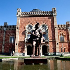 Front of the Museum with a statue of an Uhlan