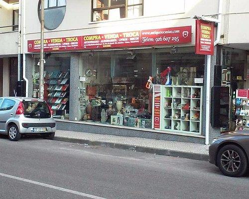 A nossa loja prima por ter coisas diferentes: Antiguidades, alfarrabista, colecionismo...