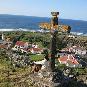 Esta cruz aqui colocada é dona de uma fantástica lenda, venham descobrir ...