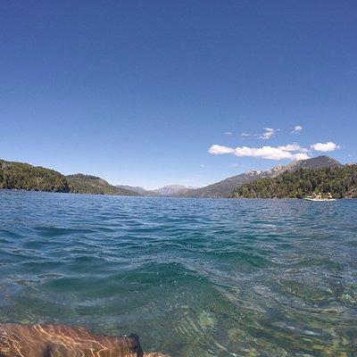 dentro del lago