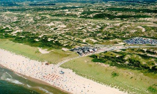 Luchtfoto van Nederzandt aan de Langevelderslag