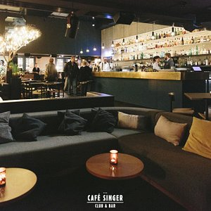 A view at the Bar and Lounge of Café Singer: Bar